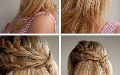 Peinado sencillo de dos trenzas a un lado, semirrecogido