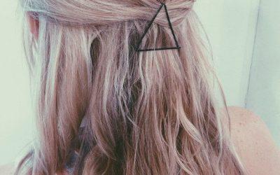 Tres ideas para decorar peinados usando clips y horquillas