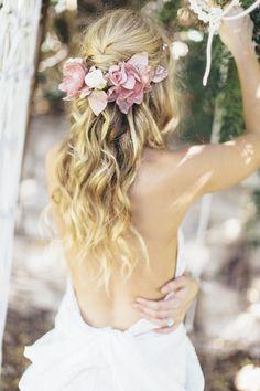 Peinados novia boda con corona o tocado de flores