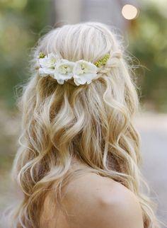 Peinados novia boda con corona o tocado de flores 3