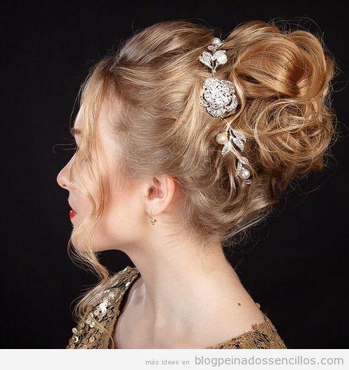 Recogido con diadema brillante, peinado para Navidad