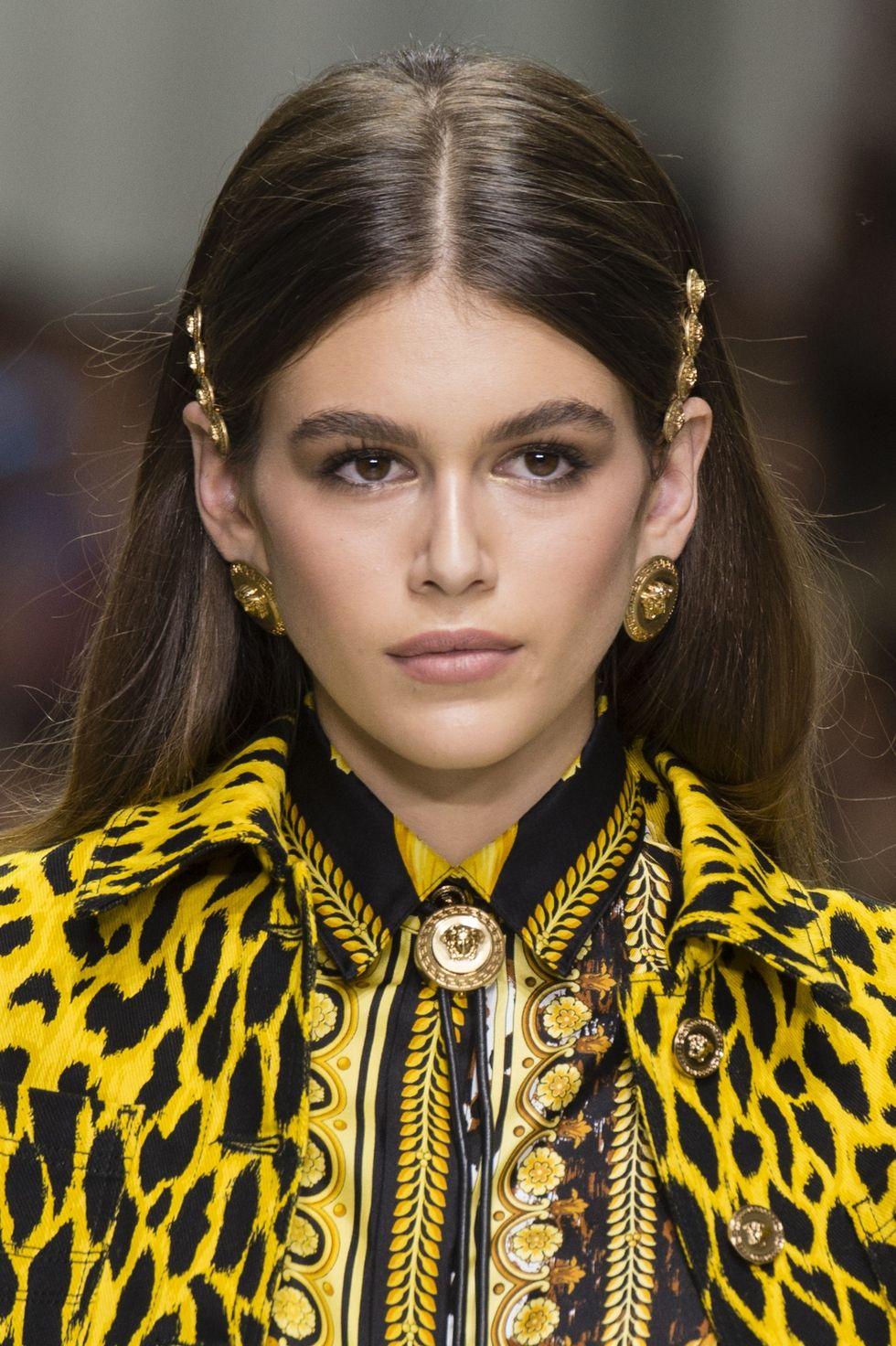 Peinados sencillos con accesorios tendencia 2018, pasadores