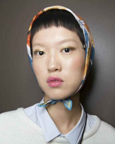 Peinados sencillos con accesorios tendencia 2018, pañuelos