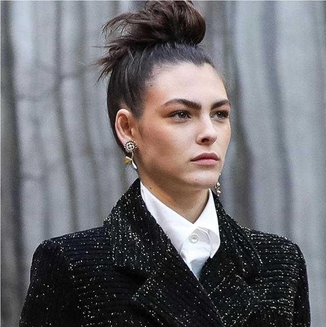 Tendencias peinados 2019 top knot